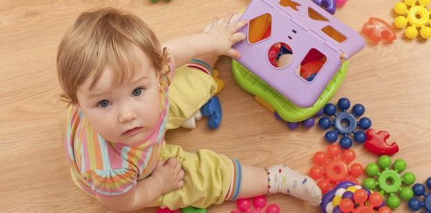 0-2 yaş grubu için doğru oyuncak seçimi nelerdir?