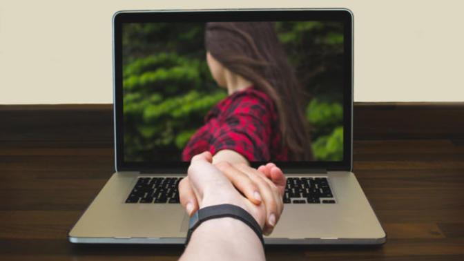 İlişkilerde Uzak Mesafelerle Başa Çıkabilmenin Yolları Neler?