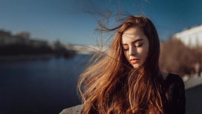 """""""Saçlarım Dökülüyor"""" Diyenler Dikkat: Saç Nezlesi Nedir, Neler Yapılabilir?"""