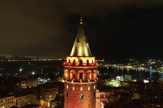 Galata Kulesi'nde Kadına Şiddet Turuncusu