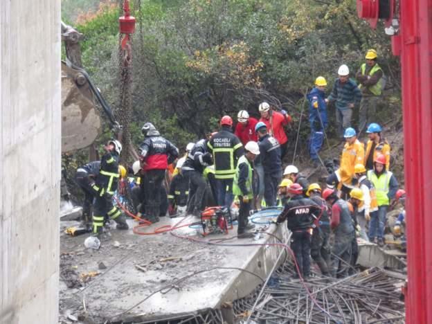 Bir İnşaat Kazası Daha: Gebze'de Viyadük Çöktü, 2 İşçinin Cesedine Ulaşıldı