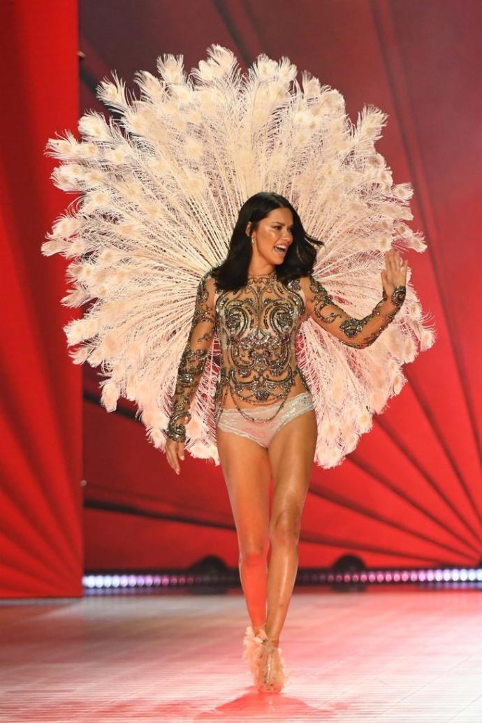 Adriana Lima 9 Kasım'da son kez Victoria's Secret için podyuma çıktı