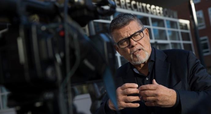 Emile Ratelband aynı zamanda bir yazar ve siyasetçi