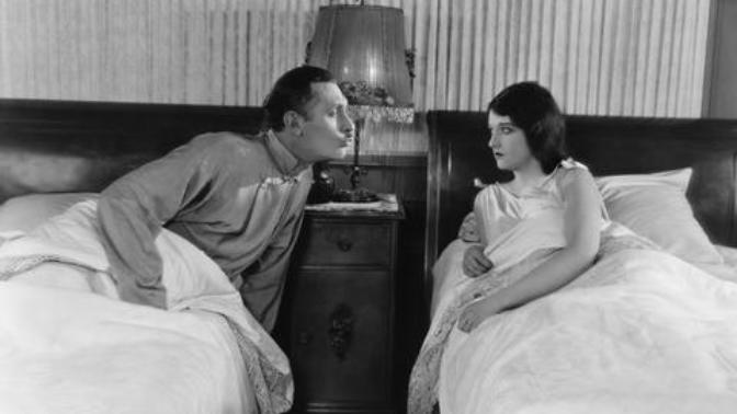 """Sadece Sevgilisi ile Beraber Uyuyanların Bildiği """"Gülü Seven Dikenine Katlanır"""" Dedirten Durumlar"""