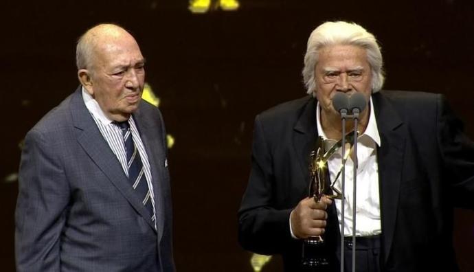 Onur Ödülü: CÜNEYT ARKIN