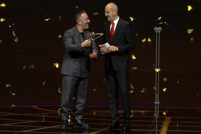 Jüri Özel Ödülü: CEM YILMAZ