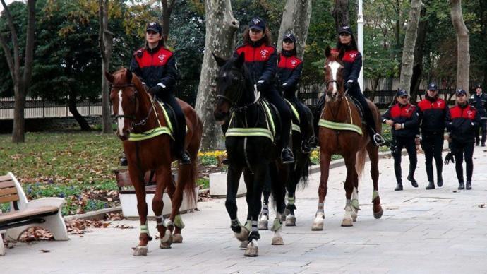 Kadın Atlı Polisler