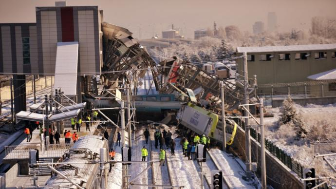 Ankara  Tren Kazasında 9 Kişi Hayatını Kaybetti