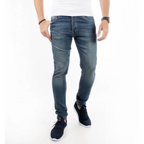 3) Yırtıksız sade bir kot pantolon