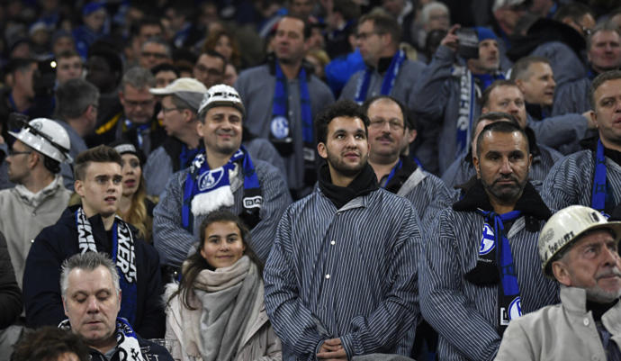 Alman Futbol Takımı Schalke 2 Bin Madenciyi Tribünde Misafir Etti, Takımın Logosu Bir Maçlığına Değiştirildi