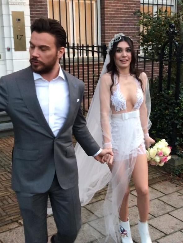 Sinan Akçıl ile Burcu Kıratlı Evlendi