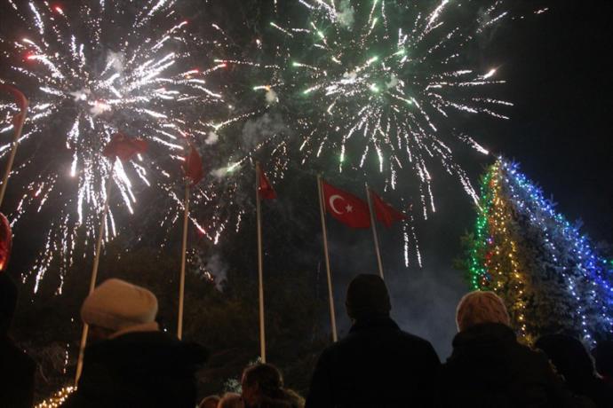 Büyük Kentler Yeni Yıla Böyle Girdi: İşte Yılbaşı Gecesinden En Renkli Görüntüler!