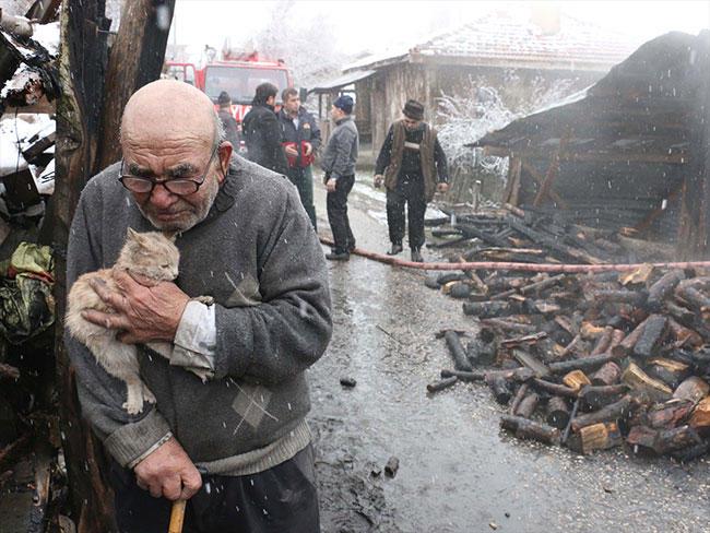 Ali dede ve kedisi, İlhami Çetin