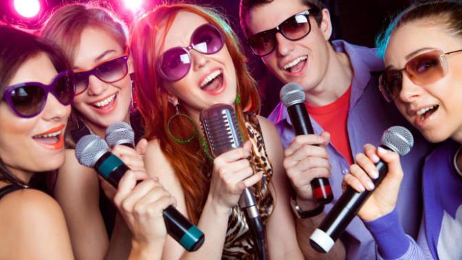 Eğlencenin Dibine Vurmak İçin Karaoke Mikrofonu Aldım!