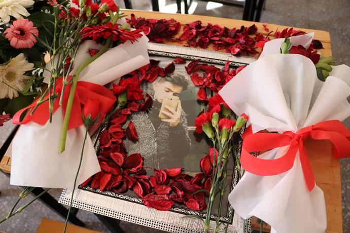 Kayseri'de Köpeklerin Öldürdüğü Mehmet Özer'in Sırası Çiçeklerle Donatıldı