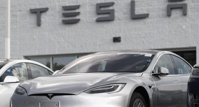 ABD'nin Tesla'sı Rusya'nın Robotuna Çarptı