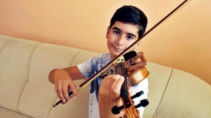 O Henüz 13 Yaşında, Mozart Ödülüne Layık Görülmüş Başarılı Bir Müzisyen: Ali İnsan