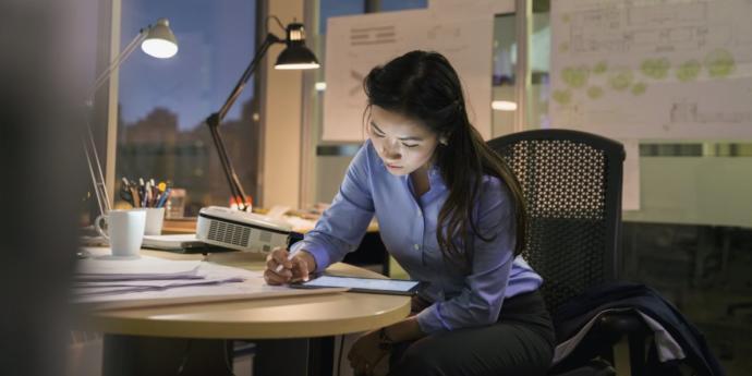 Masa Başı Çalışmalarınızı Destekleyecek 100 TL Altı Harika Masa Lambaları