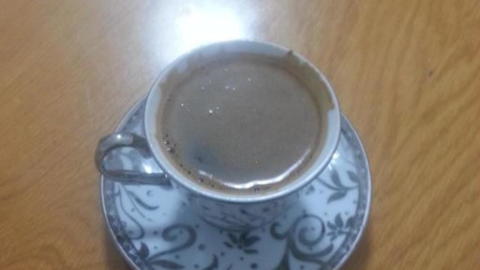 Hayat Orta Şekerli Bir Türk Kahvesidir