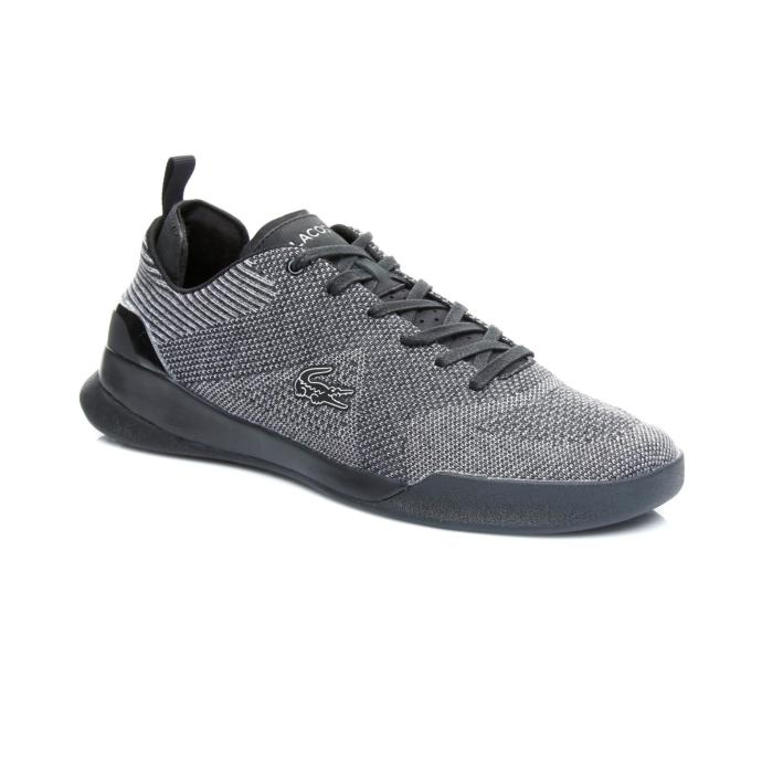 2-Rahatlığın dibine vurup her kombinle uyum sağlamak için siyah sneaker