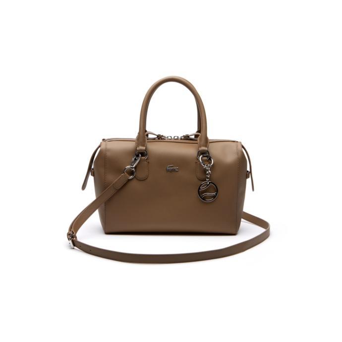 5. Çantanın Kylie stilinde ne kadar önemli olduğunu bilmeyen yoktur sanırım, sahi buna çok benzer bir çanta Kylie'de de var!