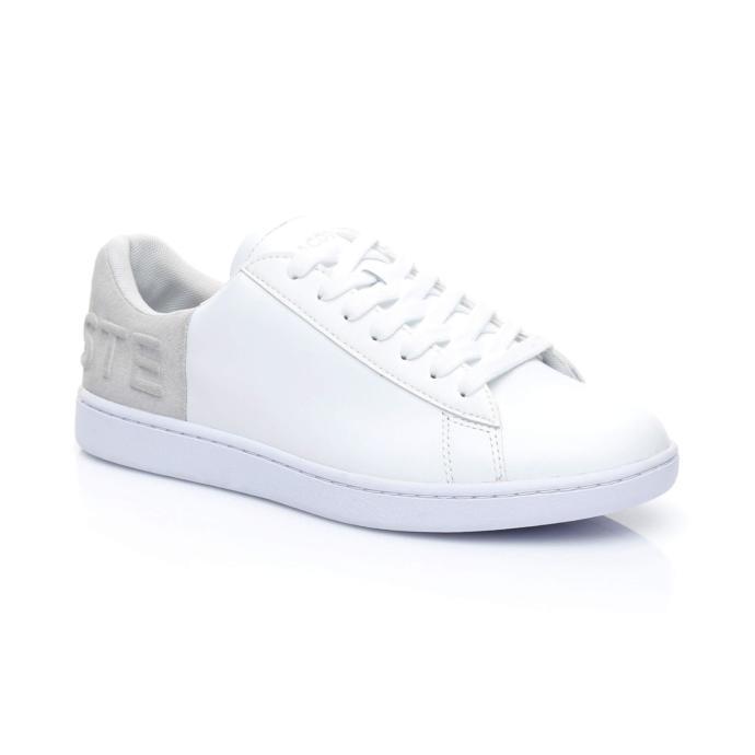 3. En şık elbiseleri dahi beyaz spor ayakkabılarıyla kombinleyerek günlük kombini oluşturma gibi dahiyane fikirleri var.
