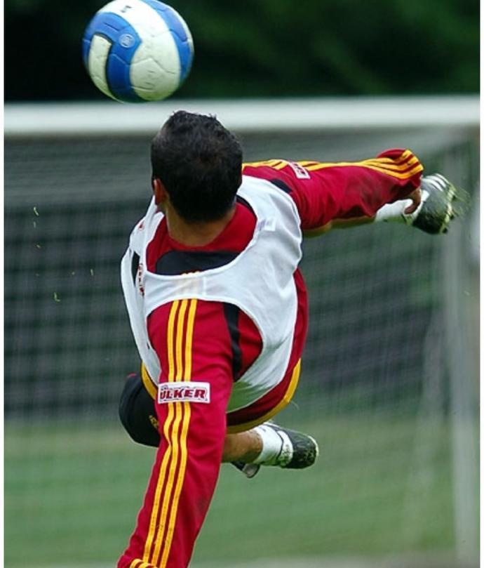 O Doğuştan Kaptan: Milli Takım ve Galatasaray'ın Efsane Futbolcusu, Aynı Zamanda Kaptanı Ümit Karan KizlarSoruyor'da