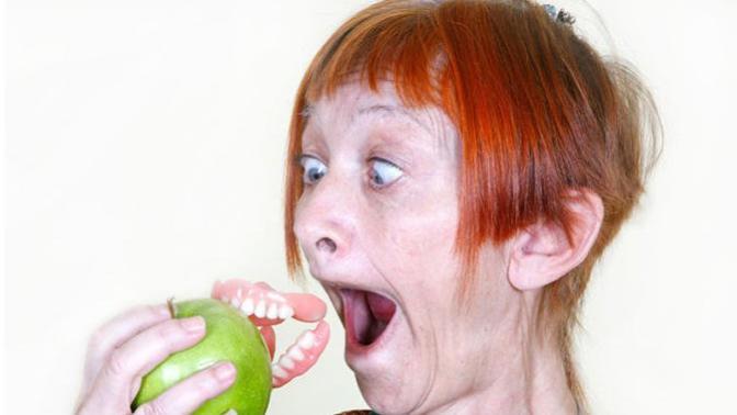 Takma Dişler ve Takma Diş Sorunları: Yaşlıların Bilmesi Gerekenler