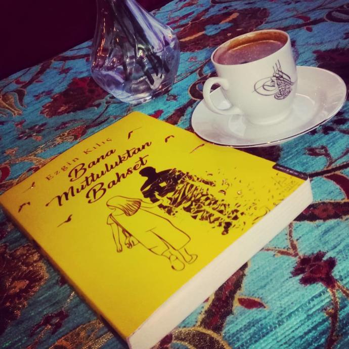 Dumanı Tüten Bir Kahvenin Yanında İçinizi Isıtacak ve Hayata Dair Dersler Çıkarmanızı Sağlayacak 8 Roman!