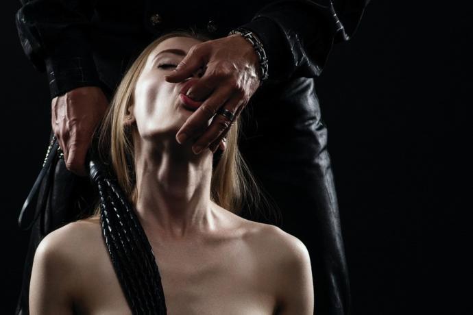 """BDSM Sadece Fiziksel Acı Değildir, Bir """"Teslimiyet"""" Halidir!"""