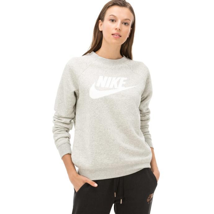 Gri bir sweatshirt