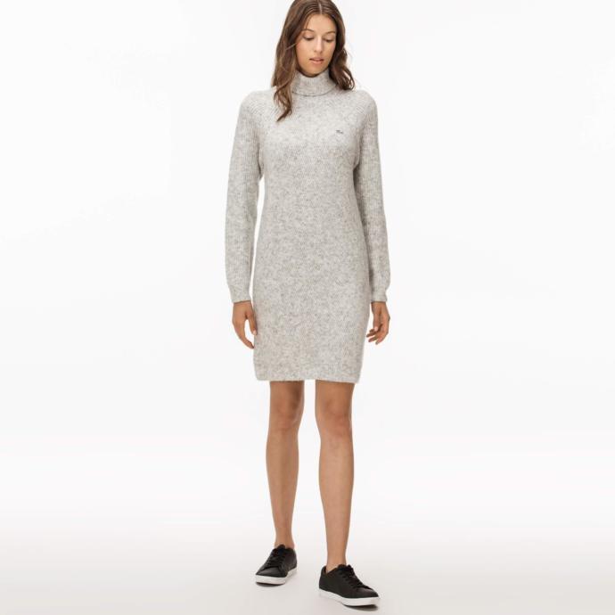 Açık gri elbise