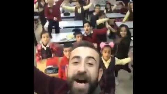 Öğretmen ve Öğrencilerden İbrahim Erkal Şarkısı (Sen Aldırma)