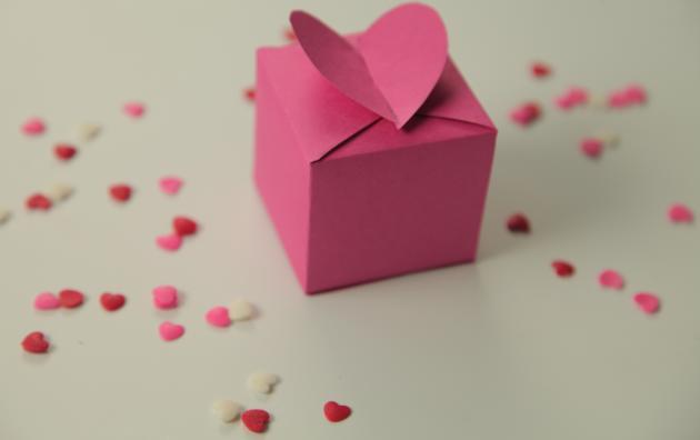 Sevgililer Günü İçin Sevgilime Hediyelerle Dolu Özel Bir Kutu Hazırlıyorum!