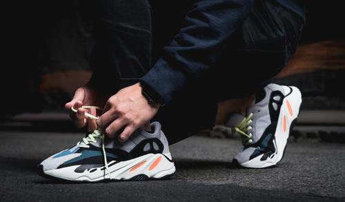 Tüm Adidas ayakkabı modelleri %50 indirimli