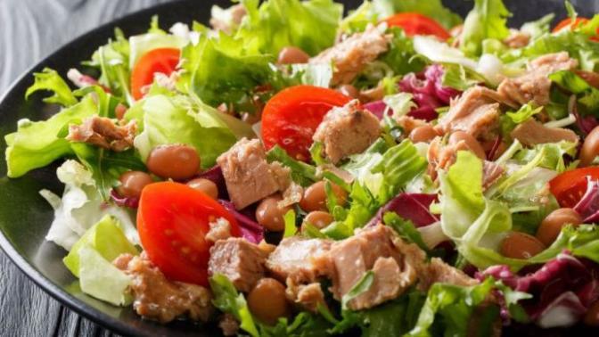 Sağlıklı Beslenmek İsteyenler İçin Ton Balıklı Salata
