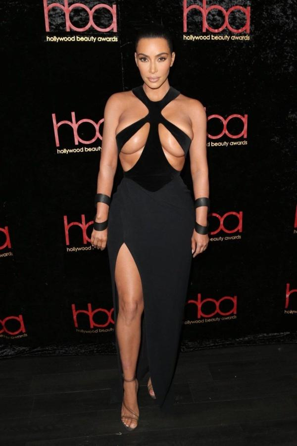 Kim Kardashian Yine Çok İddialı (Foto Galeri)