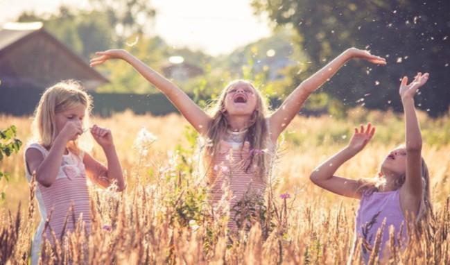 Yaklaşan İlkbahara Özel Kız Çocukları İçin Capcanlı Renkleriyle Ayakkabı Çeşitleri!
