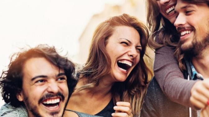 Bir Gülüşün İle Başardığın Bir Başarıyı Bizimle Paylaş Ayın Fenomeni Ol!