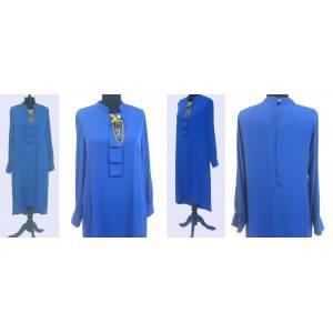 Saks mavisi kolyeli krep elbise ile fark yarat