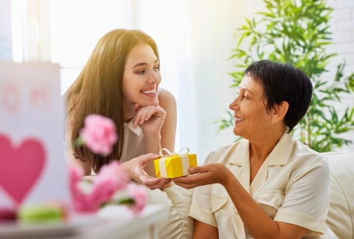 Müstakbel Kayınvalidenizle Tanışmaya Giderken Götürebileceğiniz Hediye Önerileri