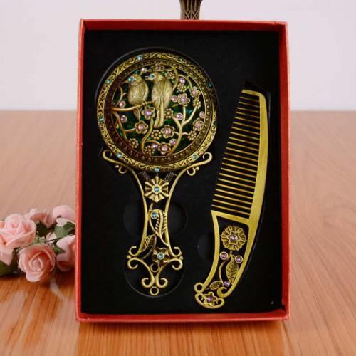 Taşlı motifli işlemeli ayna tarak seti özel kutusunda