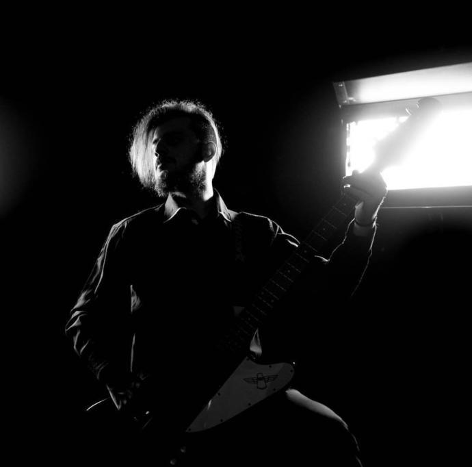 Kriz Masası Grubunun Gitaristi Ekrem Köksal ile Hoş Bir Söyleşi