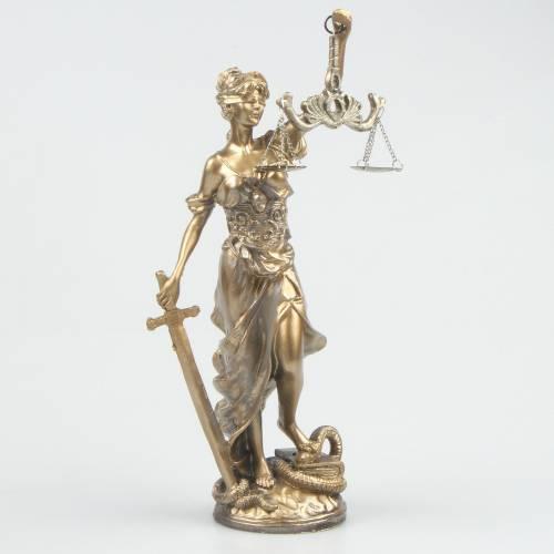 Adalet Kadın Heykeli