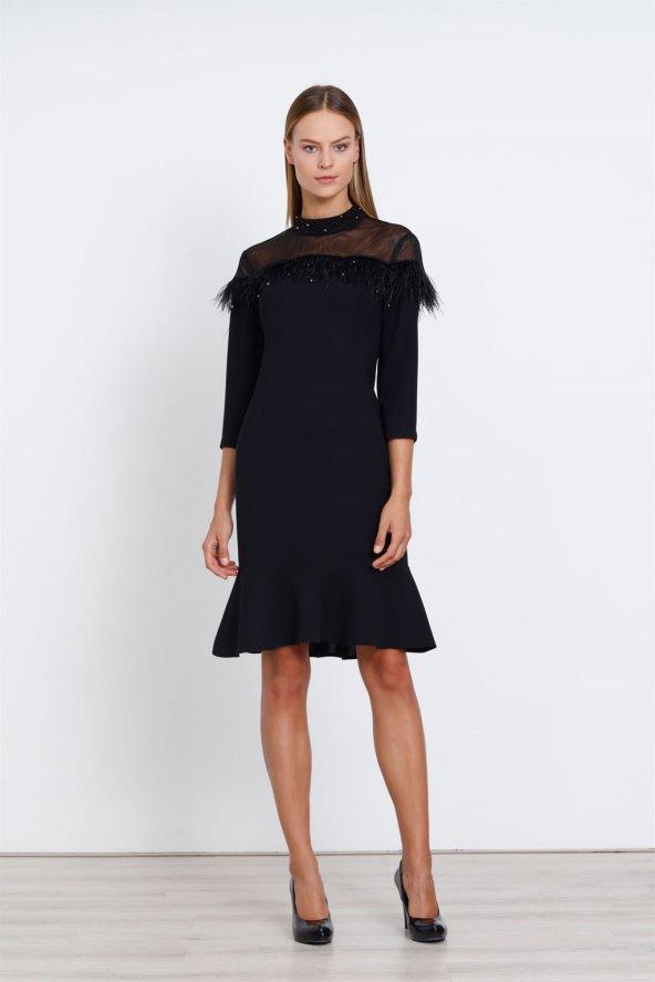 Omuzda Püskül Detaylı Diz Üstü Siyah Elbise