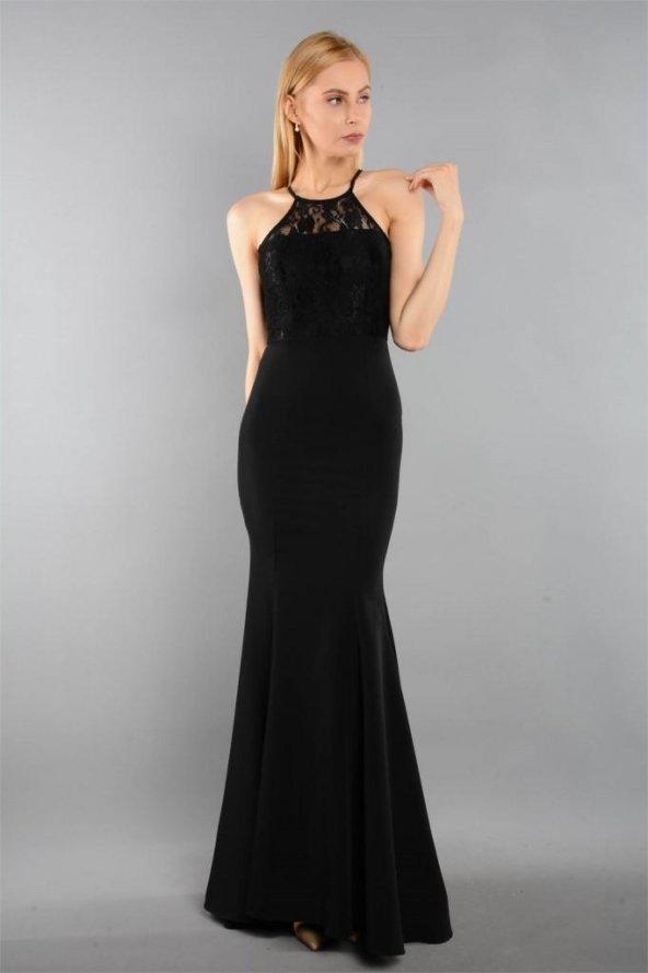Omuzları Geniş Gösteren Uzun Siyah Elbise