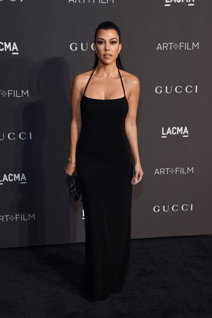 Kardashian Ailesinin En Arka Planda Kalanı Kourtney Kardashian'ın Stil Evrimi!
