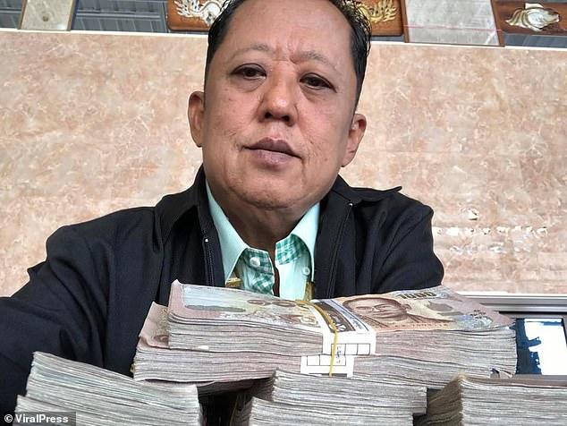 Taylandlı Sterlin Milyoneri Baba