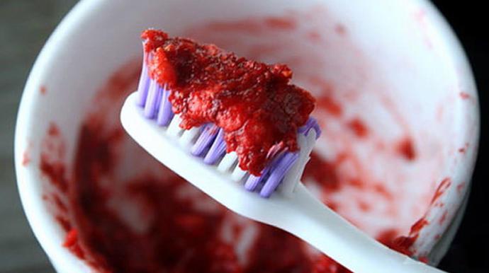 Doğanın Gücü Dişlerine Yansısın: Diş Bakımında Hangi Doğal Malzemeler Kullanılabilir?