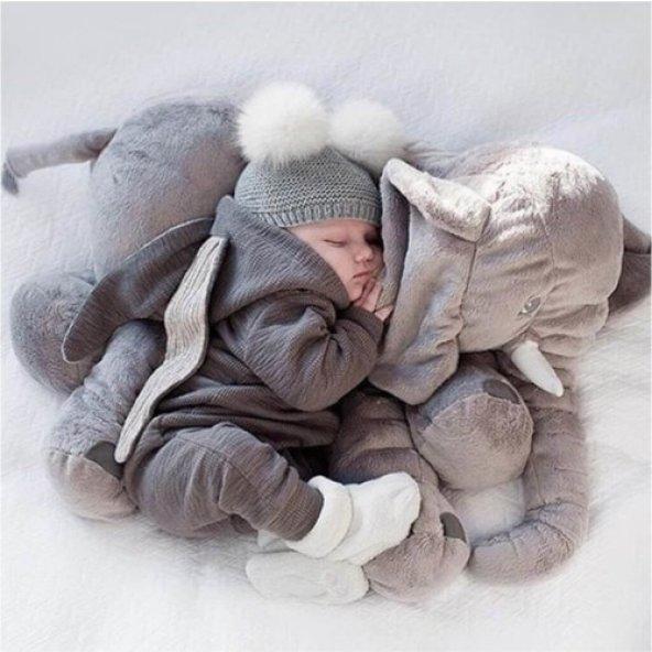 Jumbo fil yeni doğan yastık ve oturma